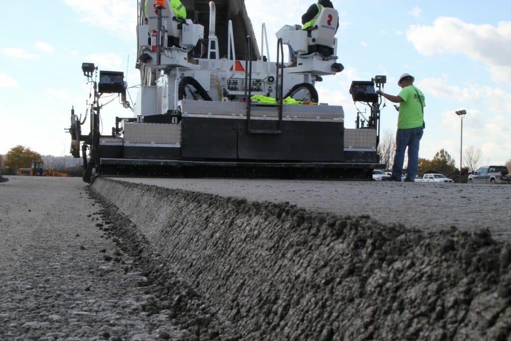 Укатываемый бетон: серая масса с яркими свойствами