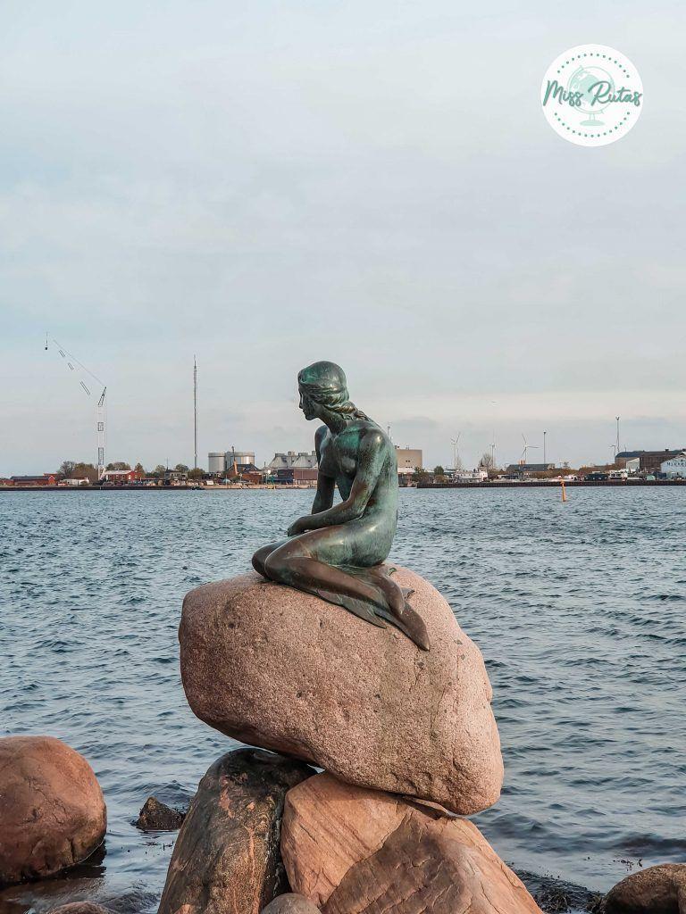 Estatua de la Sirenita en Copenhague
