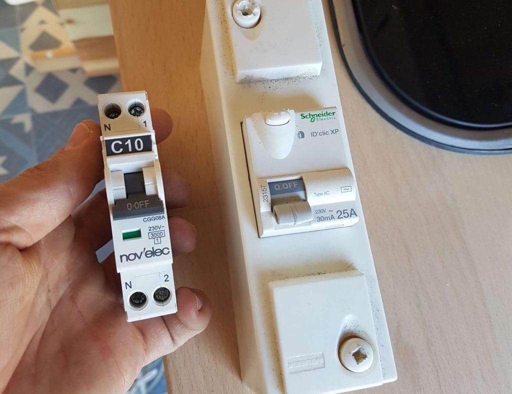 Disjoncteurs 230v dans notre fourgon