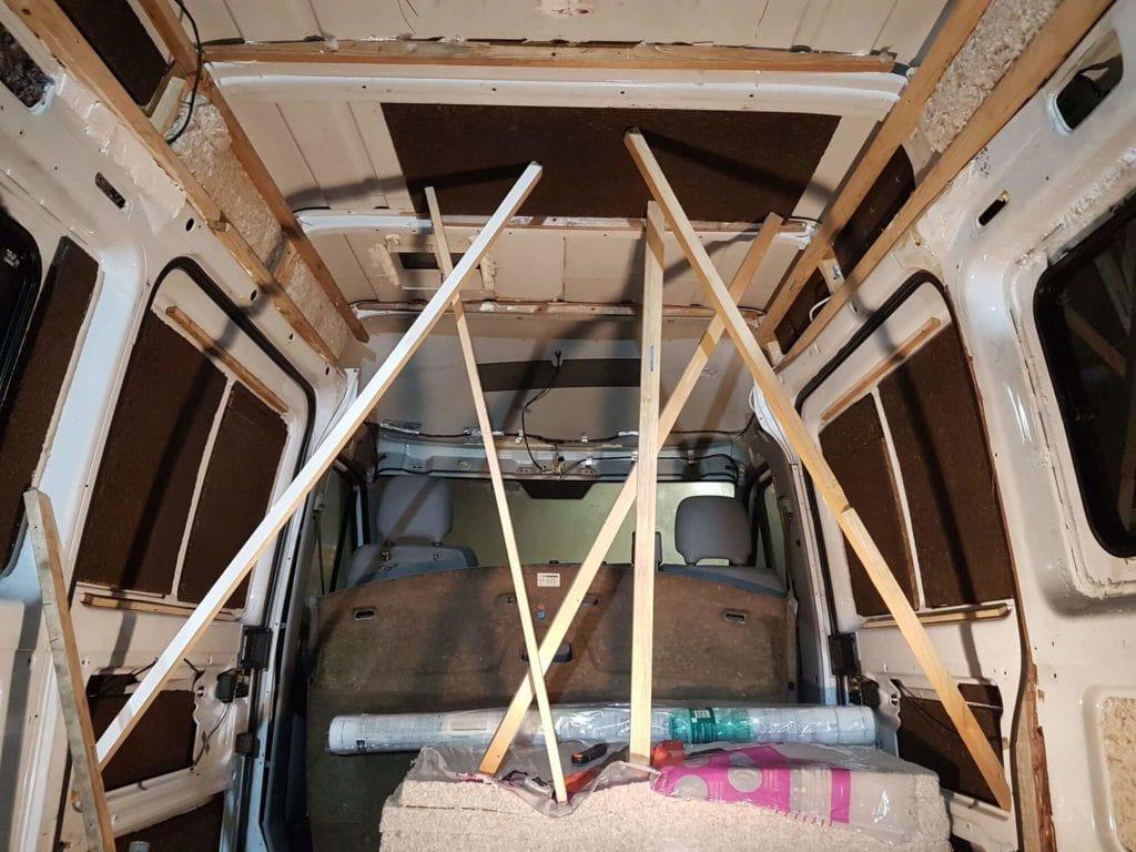 Exemple de notre système D pour coller le liège au plafond
