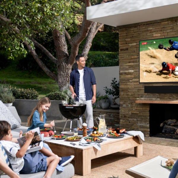 Samsung Terrace: Wasserfester 4k-Fernseher für die Terrasse