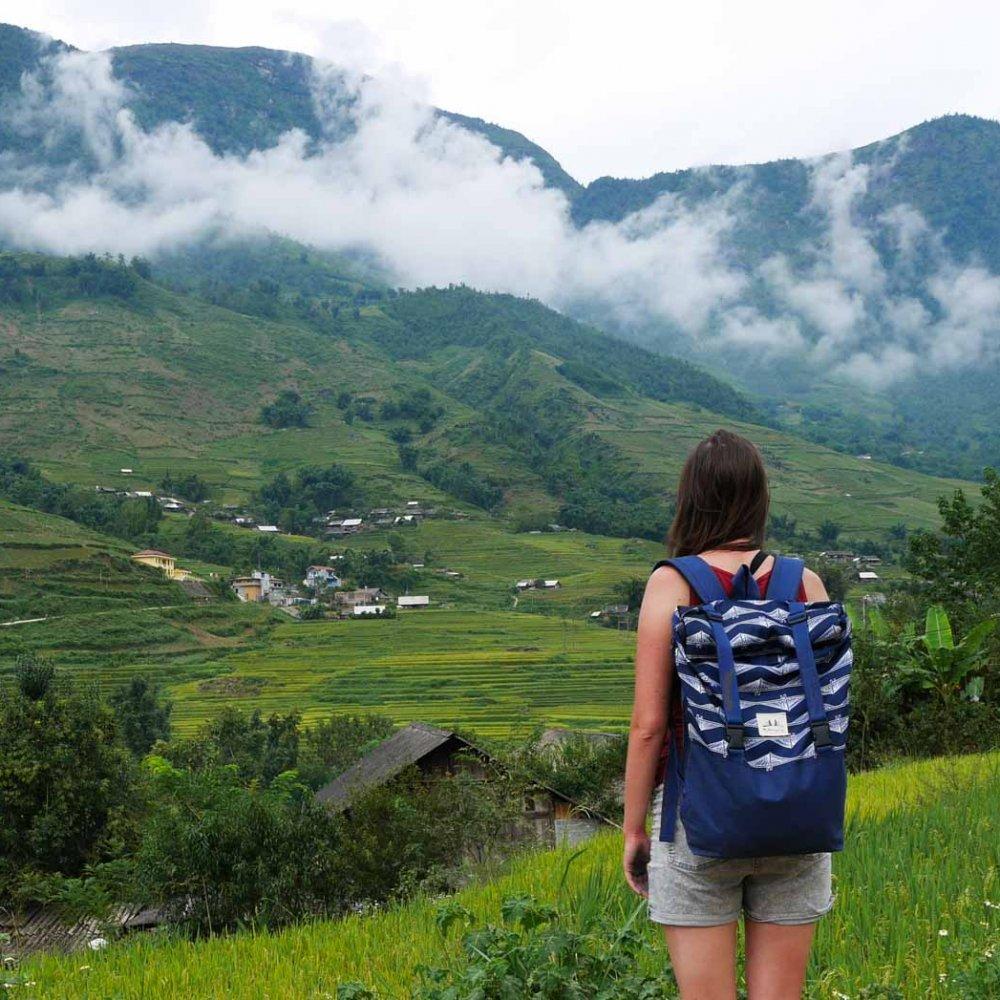 plecak milenijny w gorach laos