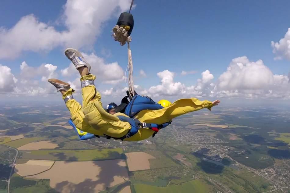 Самостійний стрибок з парашутом в Івано-Франківську