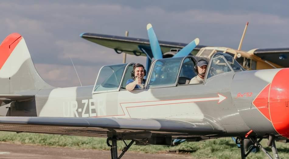 Вищий пілотаж на спортивно-тренувальному літаку Як-52 у Львові