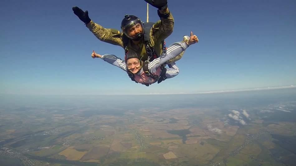 Стрибок з парашутом в тандемі з інструктором у Львові