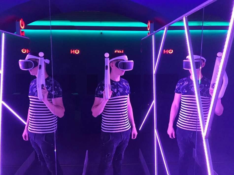 Віртуальна реальність на двох