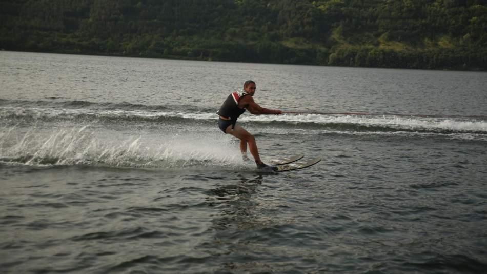 Катання на водних лижах