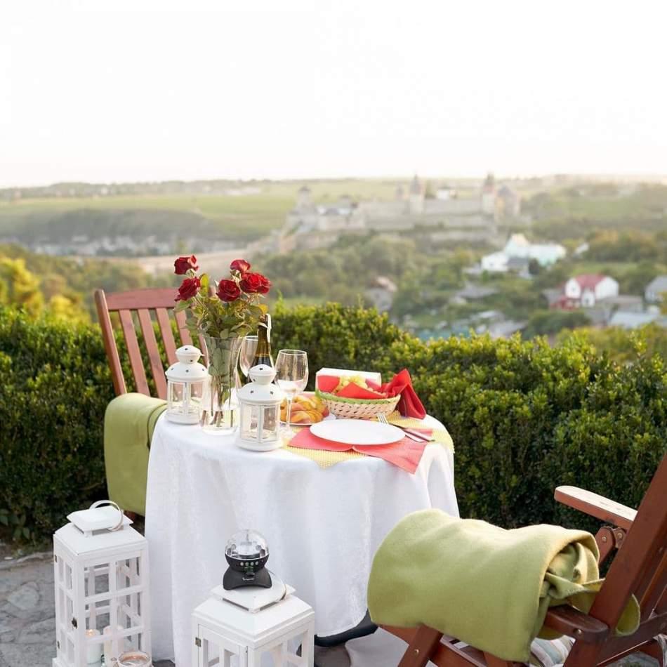 Романтична вечеря у фортеці для двох