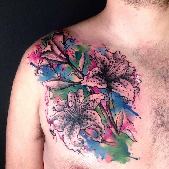 лилия тату на груди