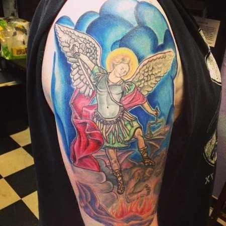 архангела Михаил на плече тату