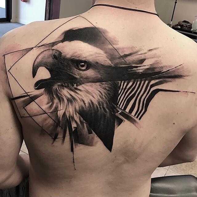 спине тату орла