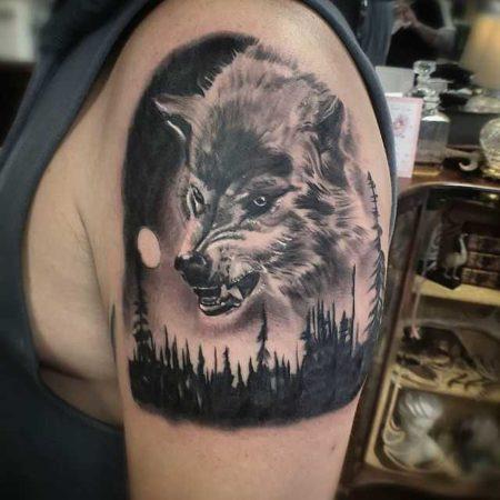 тату волка, плечо