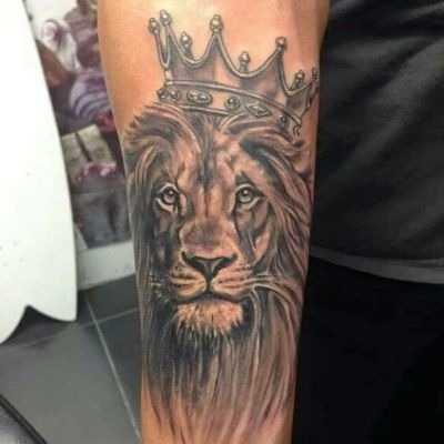 лев с короной тату