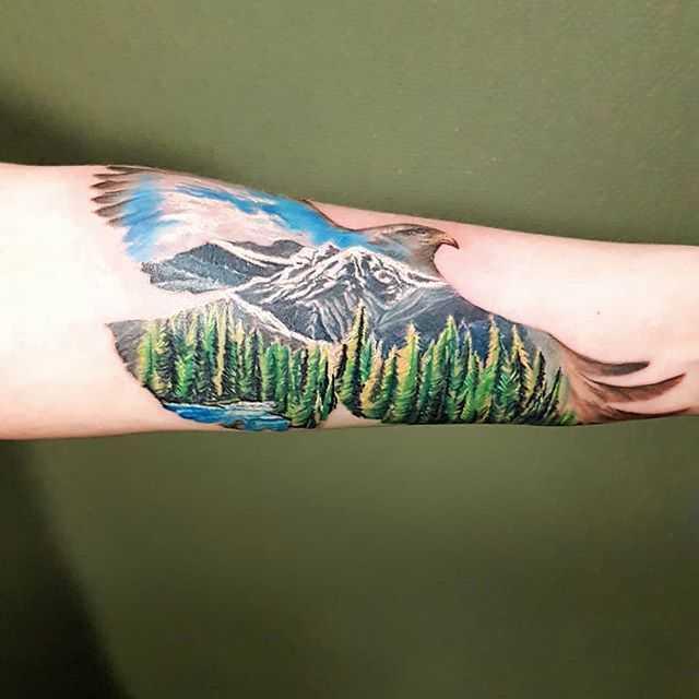 Лес и горы тату на предплечье