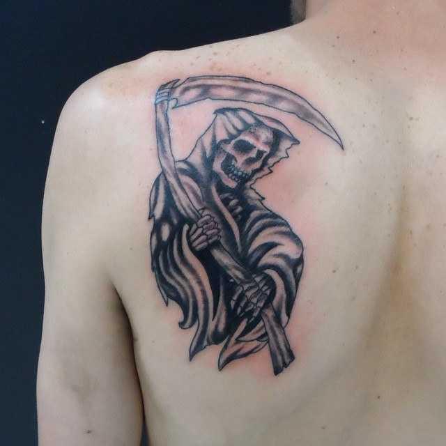Смерть с косой на плече