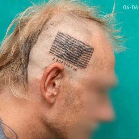 Штрих кода тату на голове