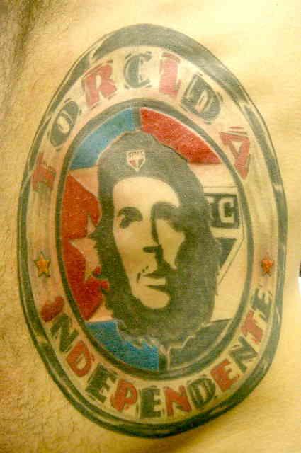 Че Гевара тату на боку