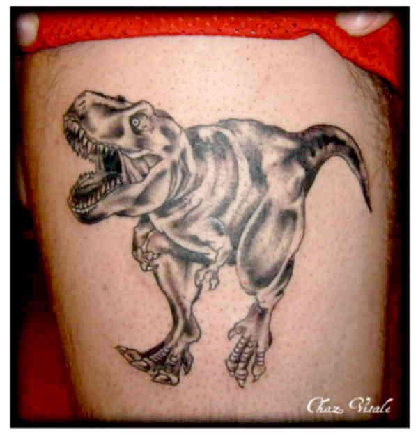 Динозавр тату на бедре