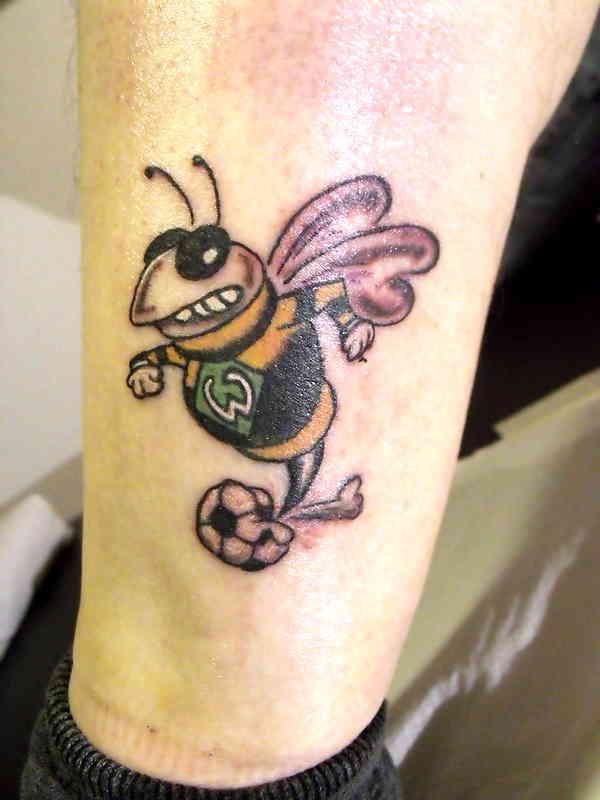 Пчела футболист тату