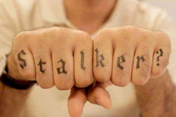 Сталкер надпись на пальцах тату