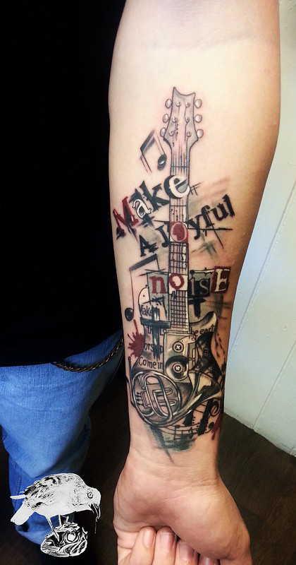 Оригинальное тату гитары