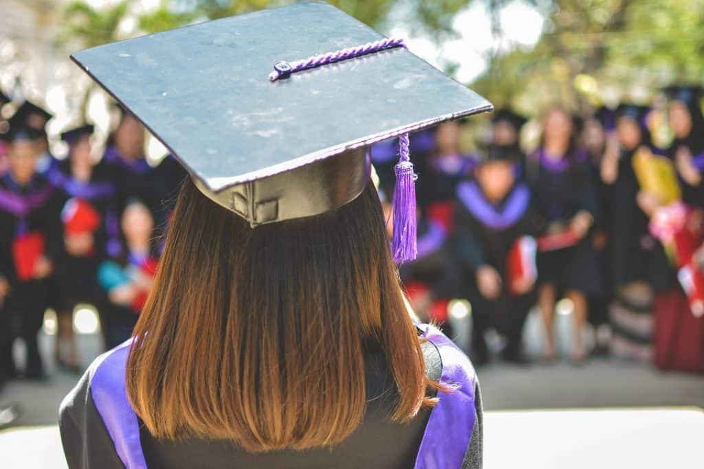 apoio financeiro para estudar fora wells mountain foundation graduação