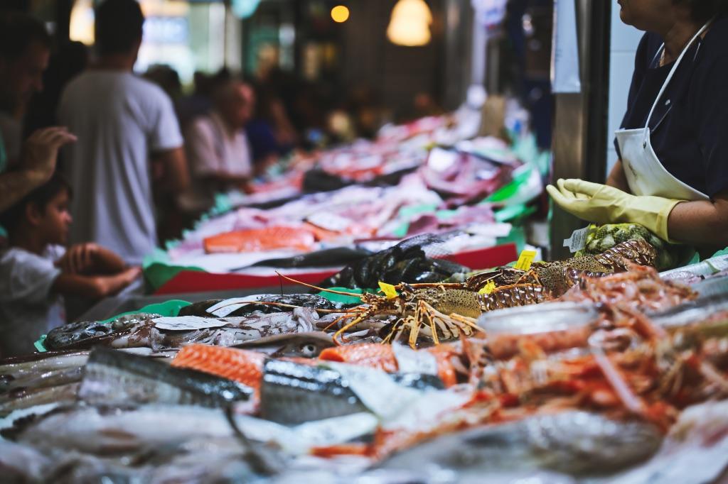 Familiär, gut sortiert und frisch: das kulinarische Einkaufsparadies im Trendviertel Santa Catalina in Palma