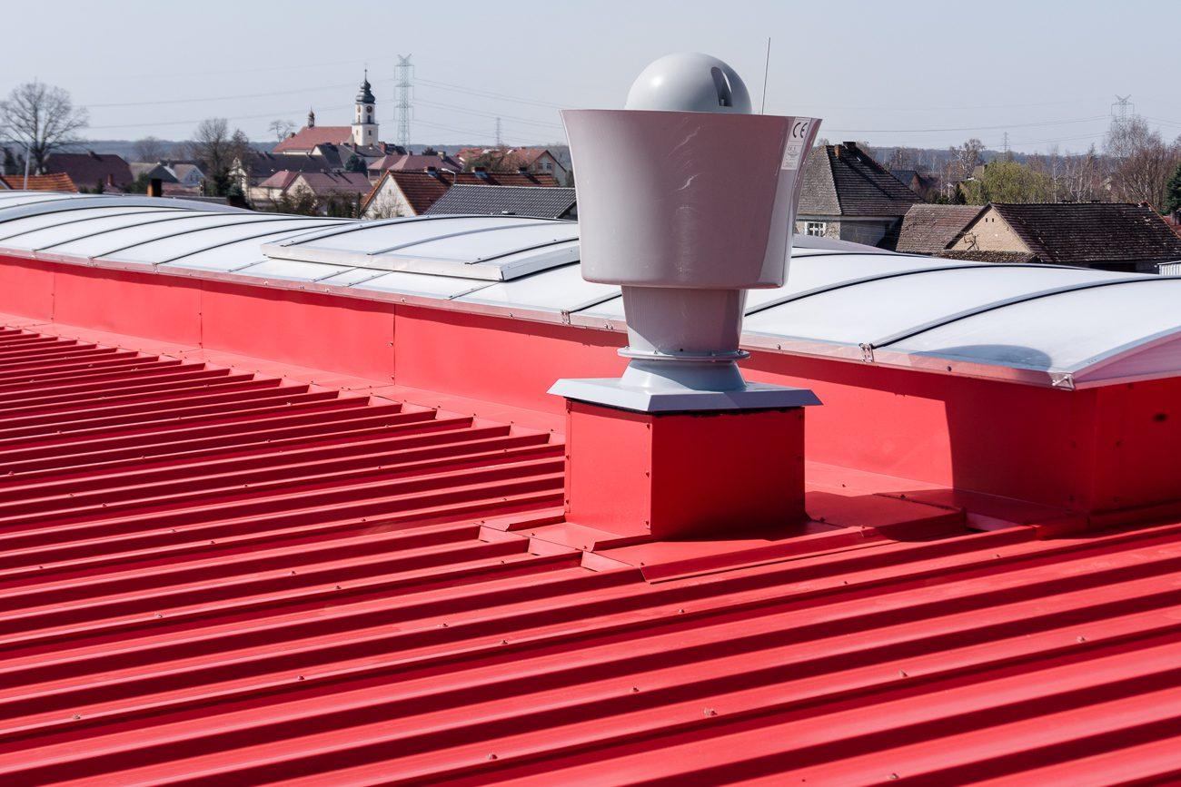 Obróbki blacharskie i opierzenia dachu