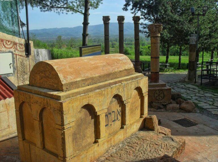 replika grobnice