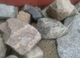 Kopfsteinpflaster (handbehauene Granitsteine)