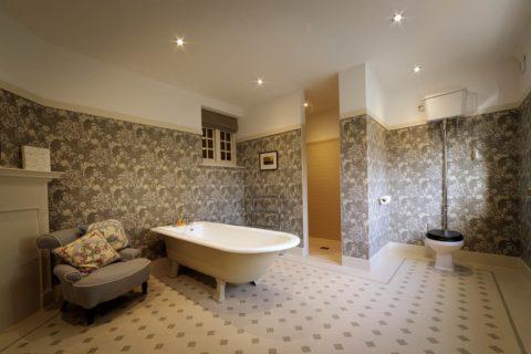 Professional-real-estate-photographer-bathroom