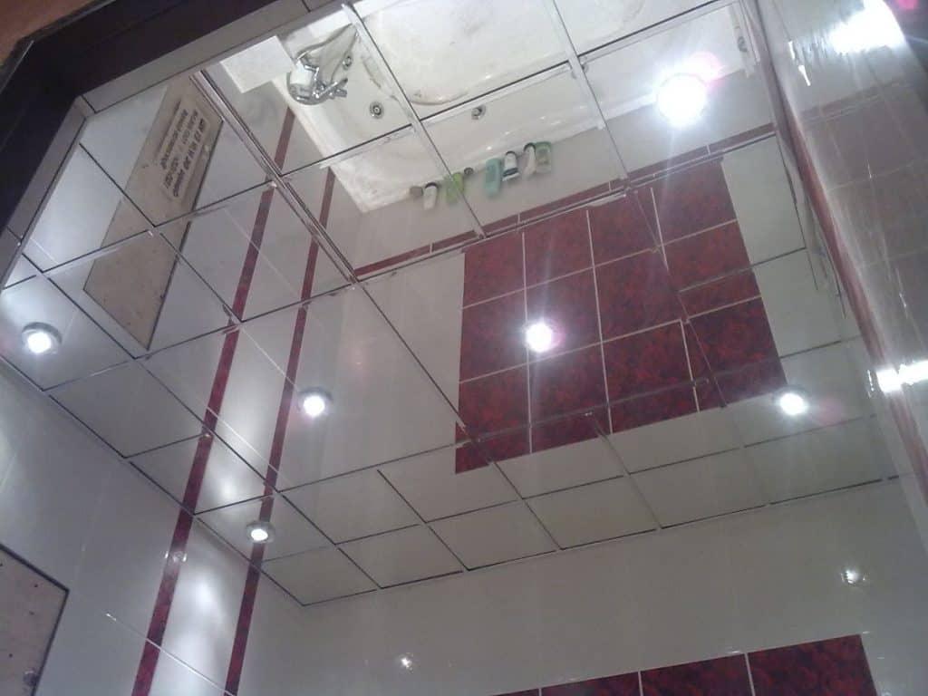кассетный зеркальный потолок в ванной