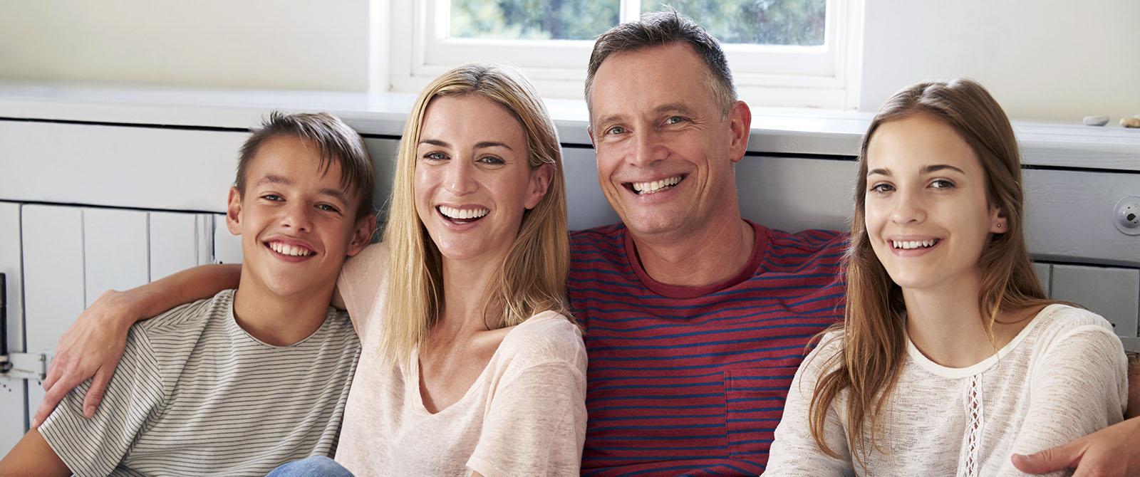 Famiglia felice con bei denti