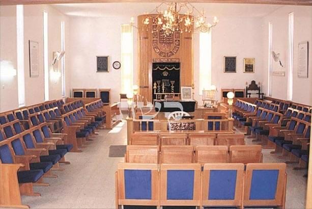 רהיטים לבית הכנסת- קשת רהיטי עץ ומתכת