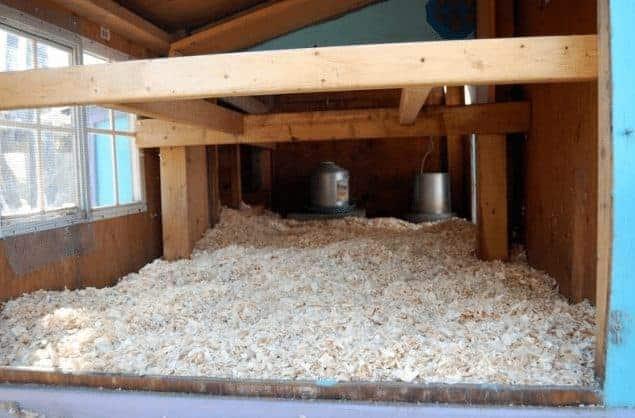 deep litter method for chicken coops