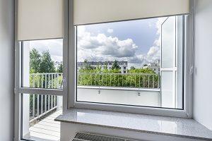 Zu tiefliegenden Fenstern rät Tipp zum Bau – für einen Ausblick auf niedriger Höhe