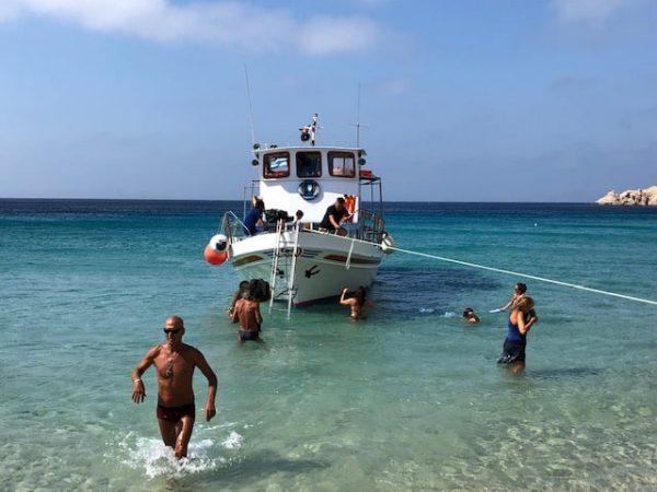 barco a livadi donousa grecia