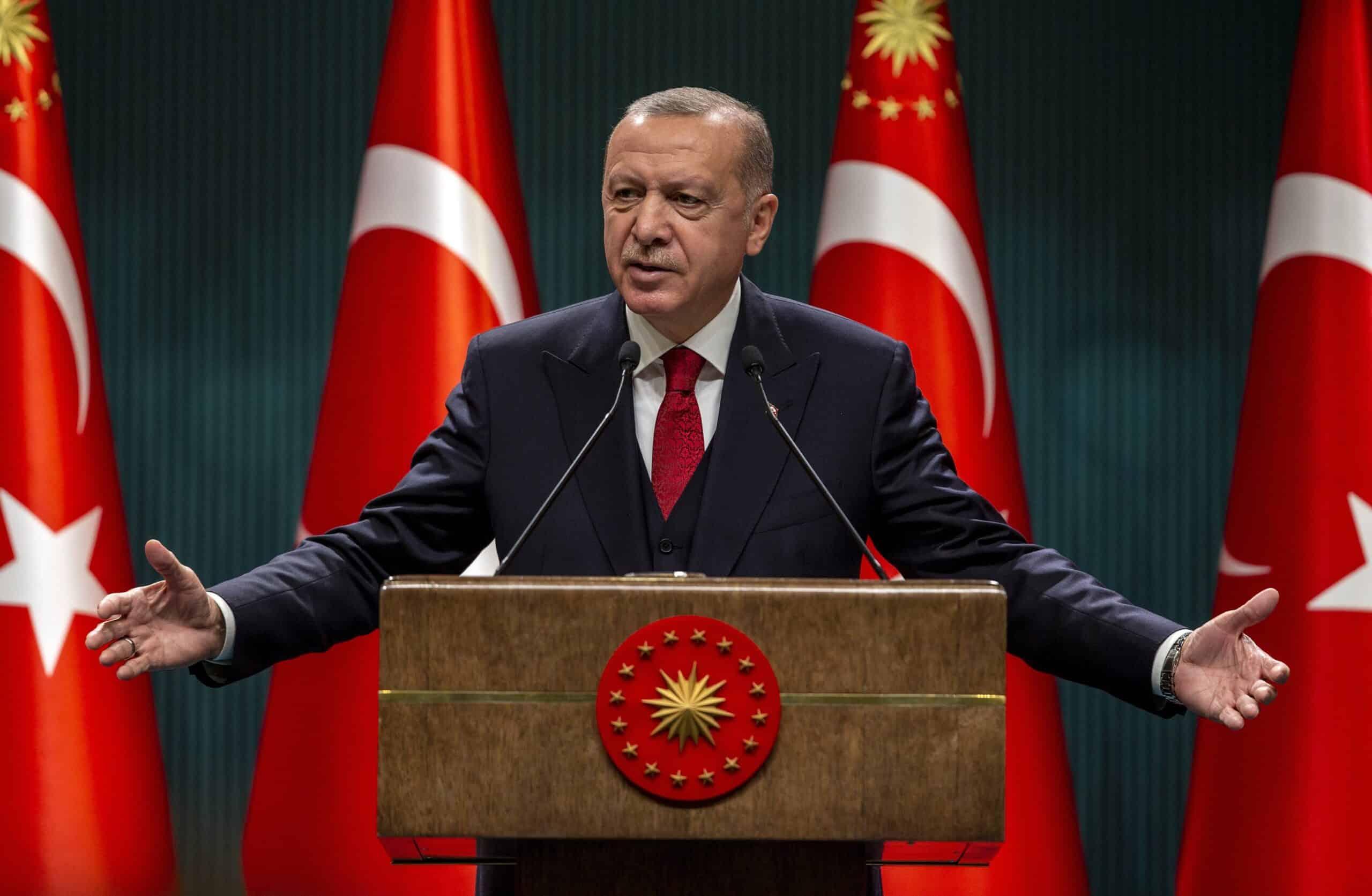 أردوغان يدعو المستثمرين لتجربة حسن الضيافة التركية
