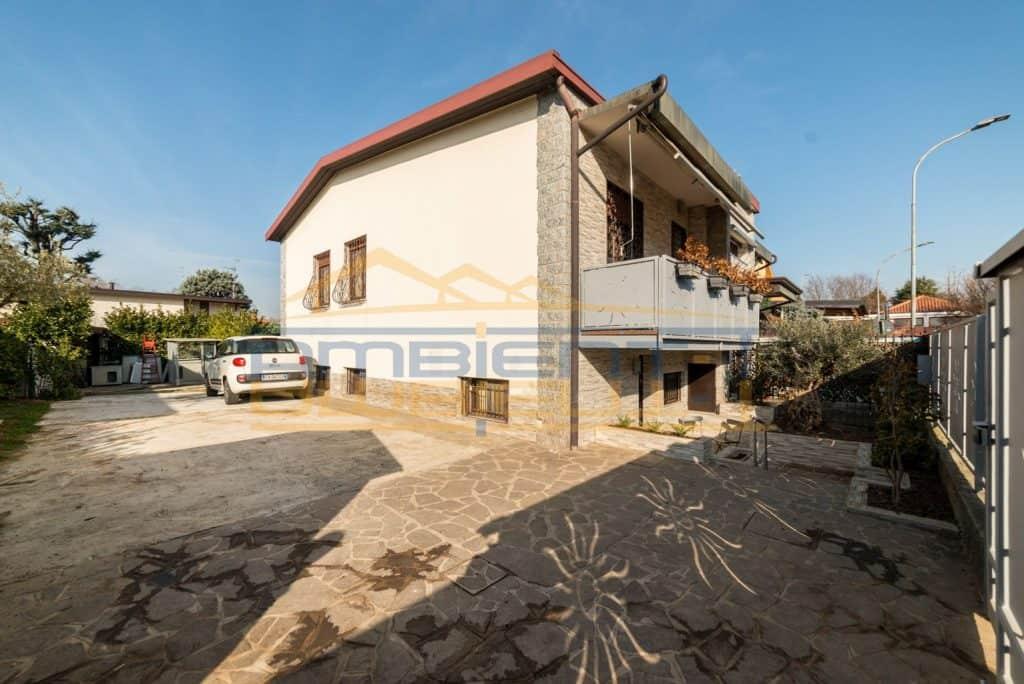 villa bifamiliare a carnate