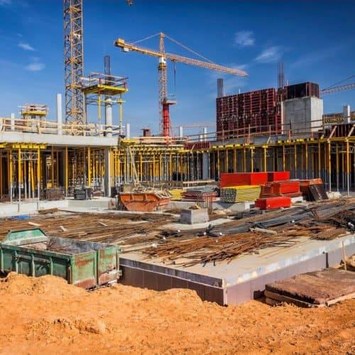 Kran auf einer Baustelle AMS Projektbau