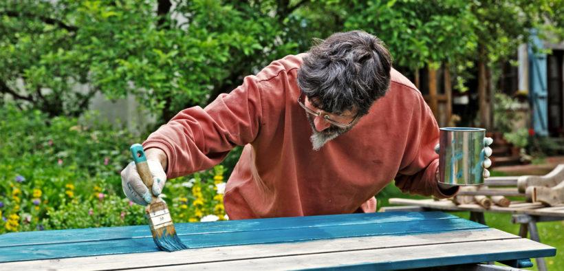 Wie man beim Holz lackieren vorgeht