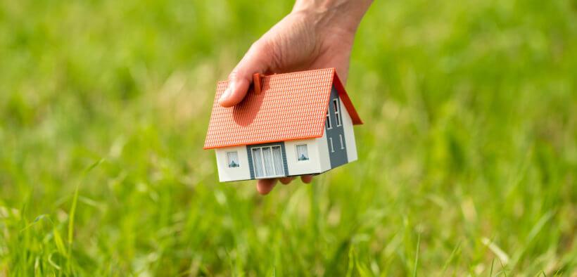 Wer ein Grundstück kaufen will, sollte einige Dinge beachten