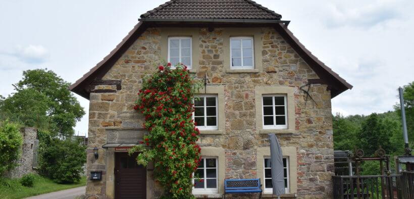 Haus mit Krüppelwalmdach