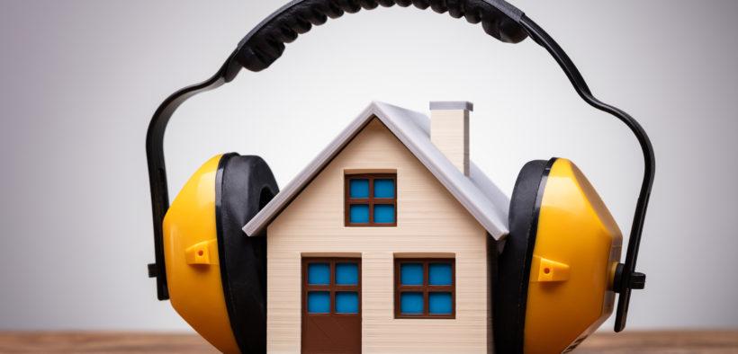 Mit ein paar Maßnahmen, kann man den Lärmschutz im eigenen Zuhause reduzieren.