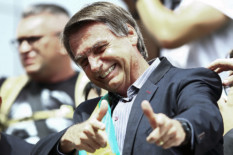 Right-wing federal deputy and presidential candidate Jair Bolsonaro, gives a thumbs up to supporters during a rally at Afonso Pena airport in Curitiba, Brazil on March 28, 2018.  Bolsonaro, who has repeatedly praised Brazil's two-decade-long military dictatorship, taunted Lula, calling him a