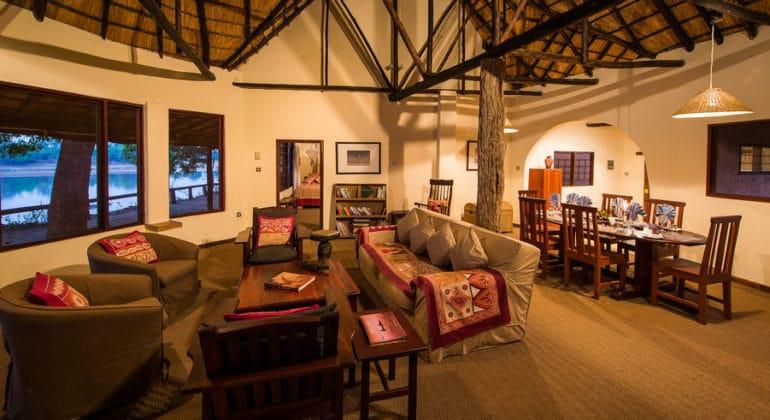 Robin's House Lounge 1