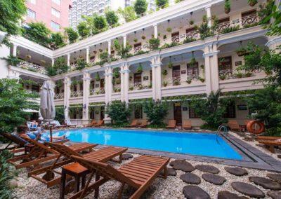 Swimming-Pool des Grand Hotel in Saigon