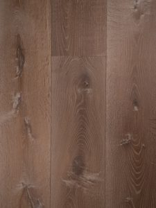 Prachtige gerookte en rustieke houten vloer.