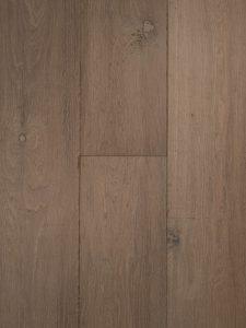 Deze grijze verouderde eiken vloer is van hoge kwaliteit