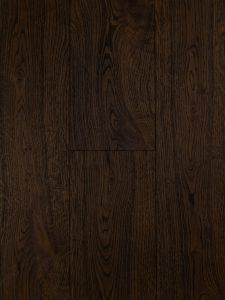 Door dat deze eiken vloer zwaar geborsteld is is de structuur goed zichtbaar